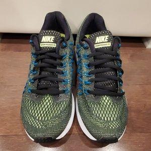 Nike -- Sneakers
